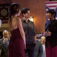 90210: Jessica Stroup, Ryan Rottman e Brandy Norwood in una scena dell'episodio Benefit Of The Doubt