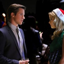 90210: Matt Lanter e Cameron Goodman nell'episodio O Holly Night