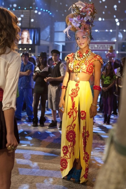 90210 Megalyn Echikunwoke Nell Episodio It S The Great Masquerade Naomi Clark 248463