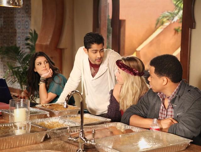 90210 Shenae Grimes Manish Dayal Gillian Zinser E Tristan Wilds Nell Episodio Smoked Turkey 248459
