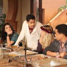 90210: Shenae Grimes, Manish Dayal, Gillian Zinser e Tristan Wilds nell'episodio Smoked Turkey