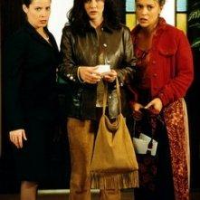 Holly Marie Combs, Alyssa Milano, Shannen Doherty nell'episodio Festa di liceo della serie TV Streghe