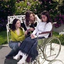 Rose McGowan, Alyssa Milano e Holly Marie Combs nell'episodio Una vita normale, della quarta stagione di Streghe