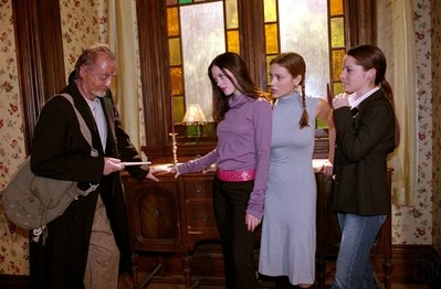 Rose Mcgowan Robert Englund Alyssa Milano E Holly Marie Combs Nell Episodio La Casa Dei Brividi Dell 248509