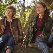 CJ Adams e Odeya Rush in una scena di The Odd Life of Timothy Green