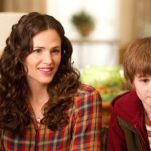 Jennifer Garner accanto a CJ Adams nel film The Odd Life of Timothy Green