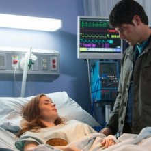 Grimm: Bitsie Tulloch e David Giuntoli nell'episodio Bad Teeth