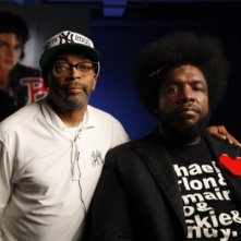 Bad 25: Questlove insieme a Spike Lee sul set del documentario sul 50° anniversario dell'album Bad di Michael Jackson