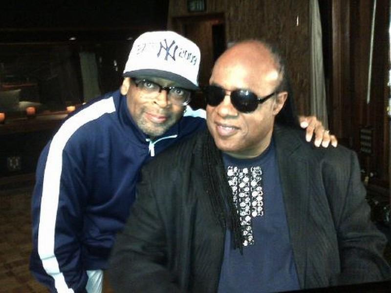 Bad 25 Stevie Wonder Insieme Al Regista Spike Lee Sul Set Del Documentario Sui 25 Anni Dell Album Ba 248862