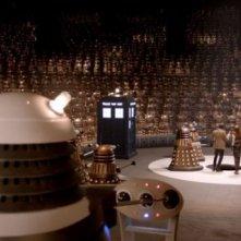 Doctor Who: una scena dell'episodio Asylum Of The Daleks