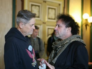 Enzo Avitabile Music Life: il regista Jonathan Demme con Enzo Avitabile sul set