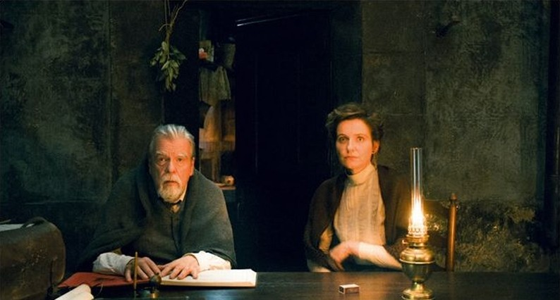 Gebo Et L Ombre Imichael Lonsdale E Leonor Silveira In Una Scena Del Film 248907