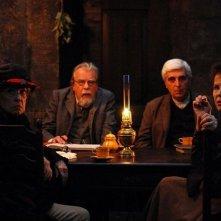 Gebo e l'ombra: Jeanne Moreau, Claudia Cardinale, Luís Miguel Cintra e Michael Lonsdale in una scena del film