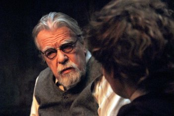Gebo e l'ombra: Michael Lonsdale in una scena del film