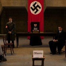 Lullaby to My Father: una scena del film su Munio Weinraub-Gitai, architetto accusato di alto tradimento durante il nazismo ed esiliato
