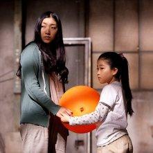 Penance: Sakura Ando in una scena del film insieme ad una delle bambine della scuola elementare