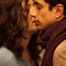Riz Ahmed e Kate Hudson in una tenera scena di The Reluctant Fundamentalist