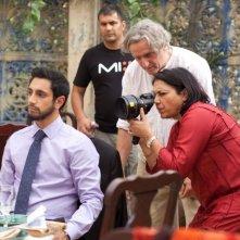 The Reluctant Fundamentalist: la regista Mira Nair sul set del film insieme a Riz Ahmed