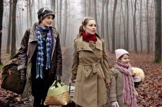 Du hast es versprochen: Mina Tander, Laura de Boer con la piccola Lina Köhlert in una scena del film