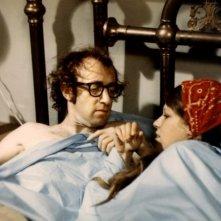 Woody Allen con Louise Lasser ne Il dittatore dello stato libero di Bananas