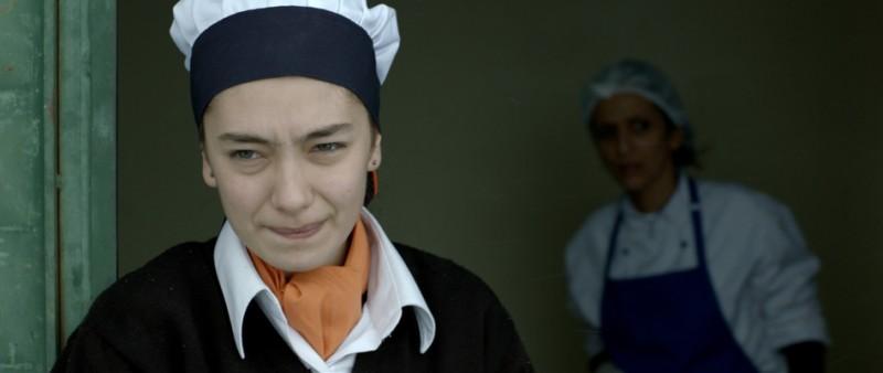 Araf Somewhere In Between Neslihan Atagul In Una Scena Del Film Nei Panni Di Zehra Cameriera Di Una  249247