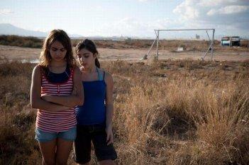 Bellas Mariposas: le giovani protagoniste Sara Podda e Maya Mulas in una scena