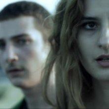 Cargo: la protagonista Lidiya Liberman in una scena del cortometraggio insieme a Flavius Gordea
