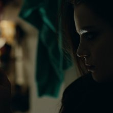 Kiss of the damned: la misteriosa e tenebrosa Roxane Mesquida in una scena del film