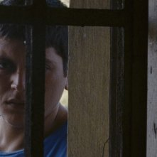 L'intervallo: Alessio Gallo in una scena del film sorveglia la ragazza rapita dal suo clan