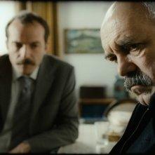 Mold: Ercan Kesal in una scena del film con Muhammet Uzuner