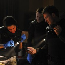 Sanctuary: Ryan Robbins. Agam Darshi e Robert Lawrenson nell'episodio Acolyte