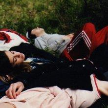 Leones: una scena di relax boschivo tratta dal film di Jazmin Lopez