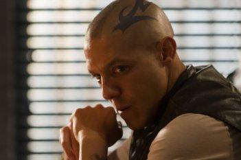 Sons of Anarchy: Theo Rossi nell'episodio Sovereign