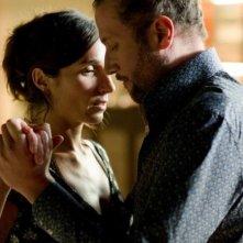 Tango Libre: François Damiens insieme ad Anne Paulicevich in una scena del film
