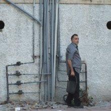 The Cutoff Man: il protagonista Moshe Ivgy in una scena del film di Idan Hubel