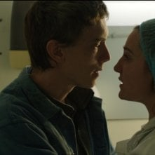 Crawl: i protagonisti Swann Arlaud e Nina Meurisse in una scena del dramma sentimentale