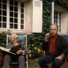 The Tightrope: foto ricordo della famiglia Brook con il regista Simon (il bambino) in braccio al nonno e di fianco a papà Peter Brook