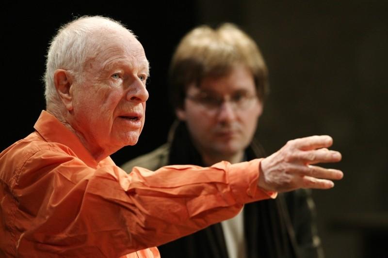 The Tightrope Il Grande Peter Brook Durante Una Lezione Teatrale 249631