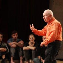 The Tightrope: un'immagine di Peter Brook durante una lezione di teatro