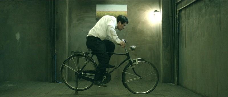 The Weight Il Protagonista Cho Jae Hyun In Una Scena Nei Panni Di Un Un Becchino Malato Di Artrite E 249749