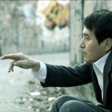 The weight: il protagonista Cho Jae-hyun, in una scena nei panni di un uomo 'deformato dalla vita'