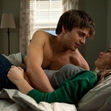 Ashley Greene con Sebastian Stan in The Apparition