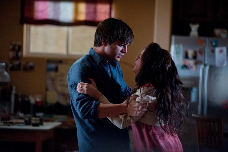 Ashley Greene Con Sebastian Stan Nel Film The Apparition 249864