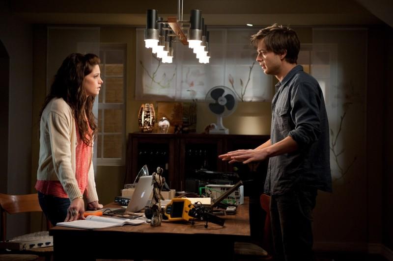 Ashley Greene Discute Con Sebastian Stan Nel Film The Apparition 249873