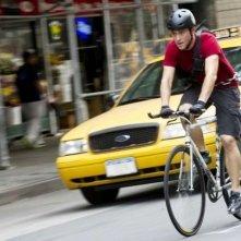 Joseph Gordon-Levitt in bici nel film Senza freni - Premium Rush