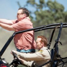 Tom Arnold e Jess Rowland in Hit & Run