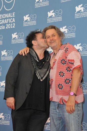 Mostra del Cinema di Venezia 2012: Jonathan Demme ed Enzo Avitabile presentano Music Life, documentario dedicato al musicista napoletano