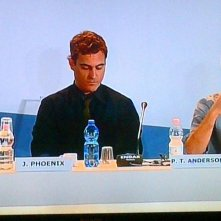 Venezia 2012: Paul Thomas Anderson e Joaquin Phoenix (al centro) alla press conference di presentazione di The Master