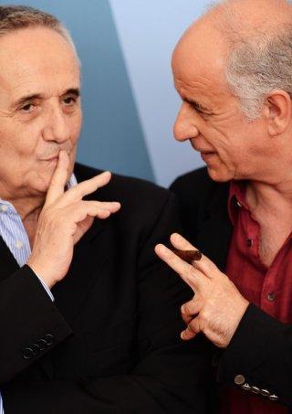 Venezia 2012: Bellocchio e Servillo - regista e interprete di Bella Addormentata - chiacchierano davanti ai fotografi