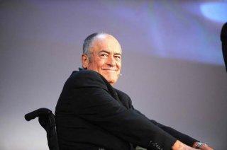 Bernardo Bertolucci in un'immagine tratta dal documentario backstage Sedia elettrica
